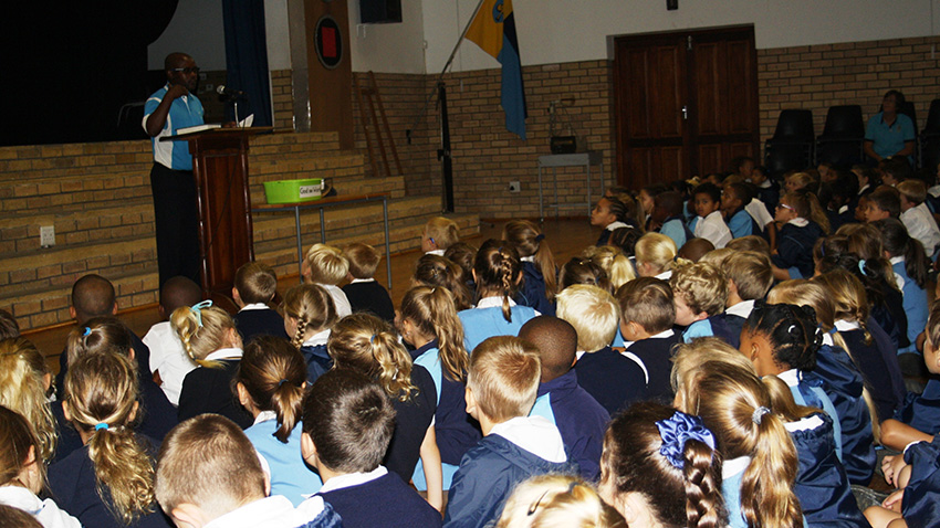 The GO GEORGE team is currently visiting schools all over town as part of their educational campaign. Here community liaison officer Simphiwe Schaap explains to the Grade 1 – 3 learners at George Preparatory School why they must still be accompanied by an adult when they take a bus trip.
