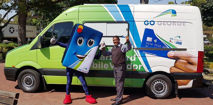 Mayor Naik with Smart Card mobile vendor