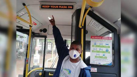 Covid digitale boodskap op die bus
