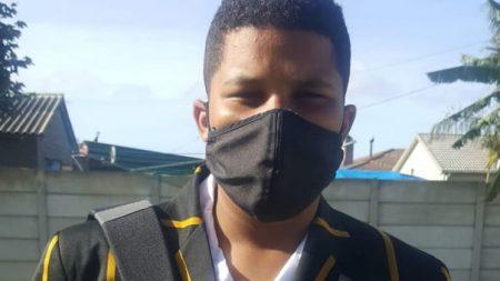 Keenan Myners met masker